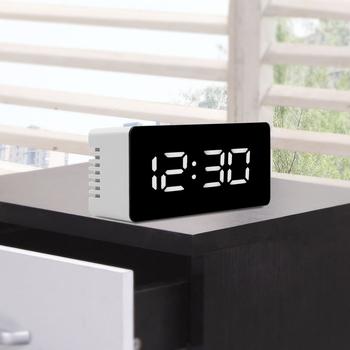 Cyfrowy wyświetlacz LED zegar na pulpicie USB i zasilanie bateryjne LED biurko stół budziki termometr lustro zegar z funkcją drzemki tanie i dobre opinie Krótkie 135 mm 138 g 18140 Z tworzywa sztucznego Luminova Plac Zewnętrznego zasilania Skoki ruch Funkcja drzemki 5 5 mm