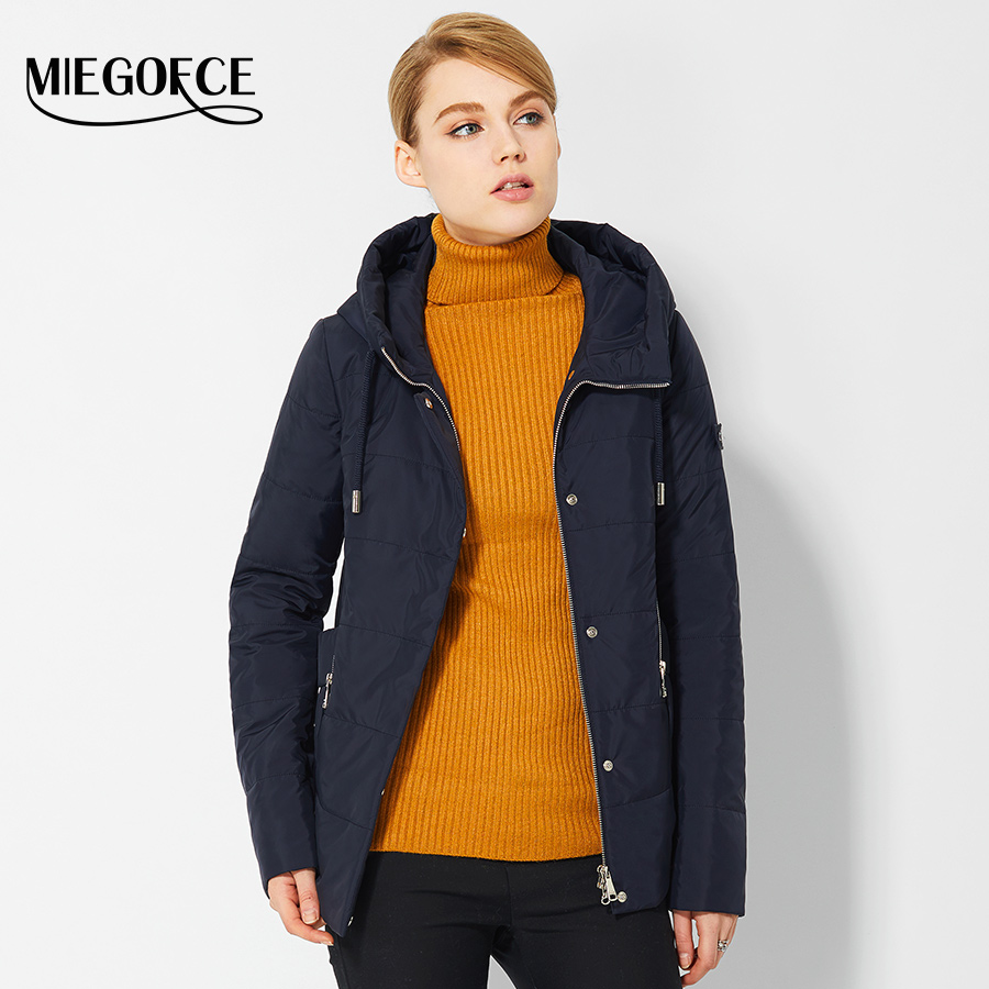 Shield yourself from the elements with our choice of women's coats and jackets that don't compromise on style. Discover warm parka coats, macs, camel coats and a puffer jacket selection. When you need to dress it up, we offer a range of smart blazers and leather & leather look jackets.