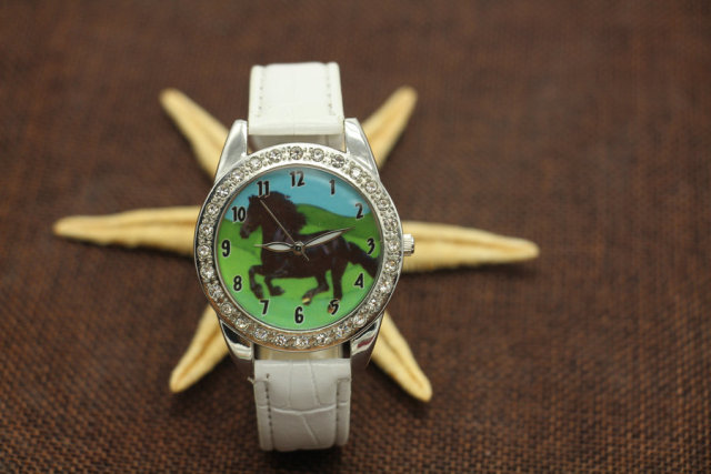 Hot Popular Brand New Black Horse Animal Watch Quartz Crystal Diamonds Black Strap Wristwatch Watch Gift Y7012