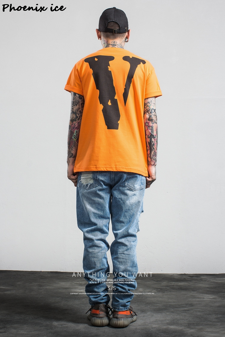 Marškinėliai su raide V