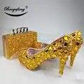 Новинка; женские свадебные туфли с сумочкой в комплекте; свадебные туфли с золотыми кристаллами; нарядное платье для невесты; комплект из ту...
