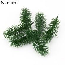 Barato 50 pçs plantas artificiais ramos de pinho árvore de natal decoração do casamento diy artesanato acessórios para crianças buquê de presente