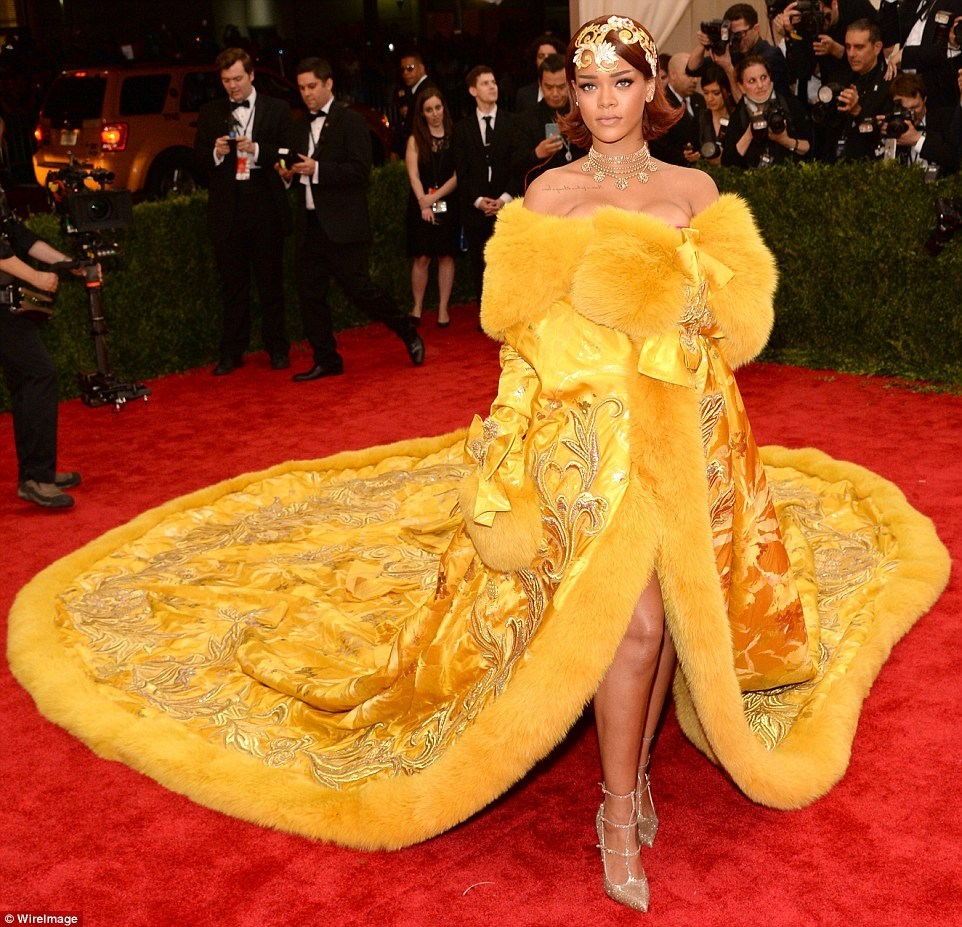 Google themes rihanna - Chinese Theme Gala Trimmed Fur Rihanna Off Shoulder Embroidery Dress Cathedral Royal Train