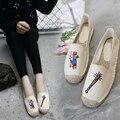 Sapatos de Mulher Calçados Alpercatas 2017 Primavera Verão Bordados Mulheres Lona Plana Sapatos Dedo Do Pé Redondo Raso Deslizar sobre Sapatos Pescador