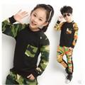 Nuevos 2016 Niños Del Otoño Muchachos Y Muchachas Que Arropan Twinset Set de Camuflaje Camuflaje de manga larga de Algodón niñas sistemas de la ropa