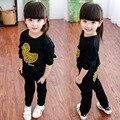Conjuntos de Roupa dos miúdos Das Meninas Dos Meninos Ternos De Esportes de Algodão Adorável Yellow Duck Shirt + Calças de Treino Preto Longo Swetshirt Veste Ocasional