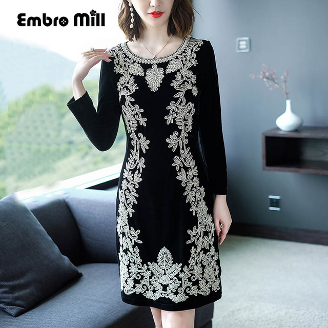 Chinese traditional clothing women Black velvet dress winter vintage floral  embroidery elegant lady beautiful party dress M-4XL e19f659e4f6c