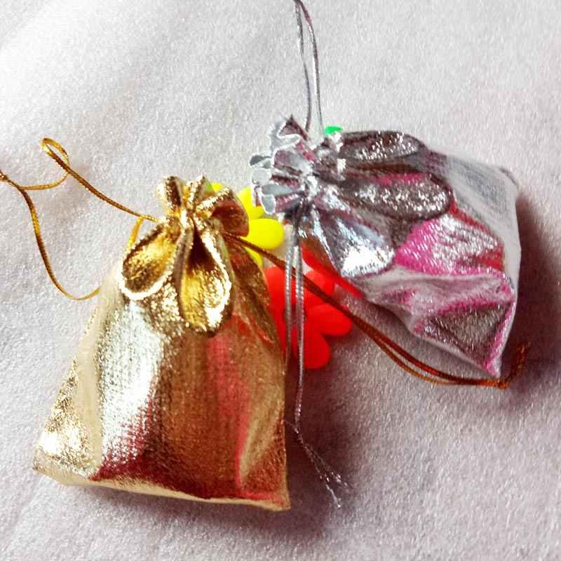 500 pcs 7x9 cm Sacos de embalagem de Exibição Folha Metálica Ouro Prata Cordão Organza saco de tecido Bolsas Do Casamento Do Natal sacos do presente