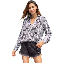 0d62f40aa49f4 جديد أزياء المرأة قميص الأفعى الجلد طباعة بلوزة السيدات V الرقبة طويلة  الأكمام مثير فضفاض بلوزة