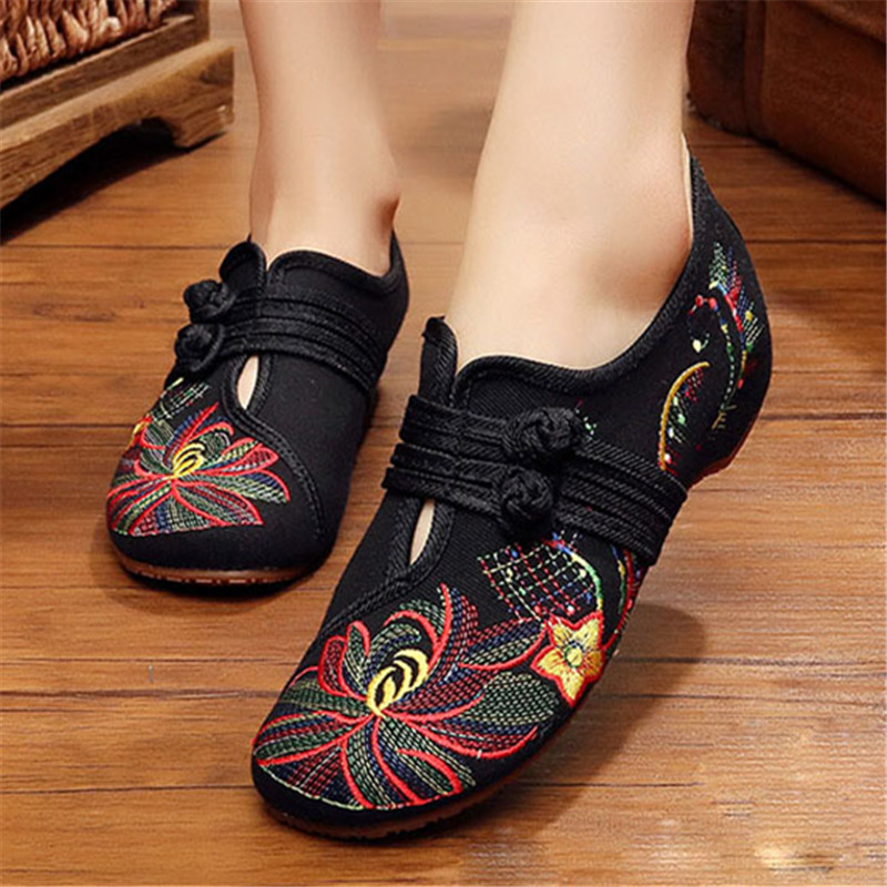 New Chinese Style 2018 Spring Summer Fashion Women Flat Old Peking Lotus Flower Embroidered Shoes Soft Sole Comfortable Flat стоимость