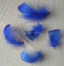 Commercio all'ingrosso 25 pcs di Colore Blu Piccolo Galleggiante Goose Feathers 5-8 cm Plumes Per dreamcatcher earrying cappello scarpa Artigianato decorazioni(China)