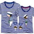 1 Unidades de La Familia Look Azul Raya Calidad Pareja Camiseta de la Historieta hembra-Varón Verano 2017 Mangas Cortas Papá mamá y yo ropa