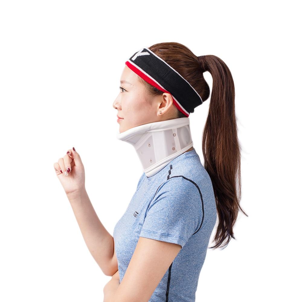 HKJD регулируема твърда пластмасова шийка яка с подкрепата на брадичката за проблеми на врата, наранявания на шията, болка и скованост
