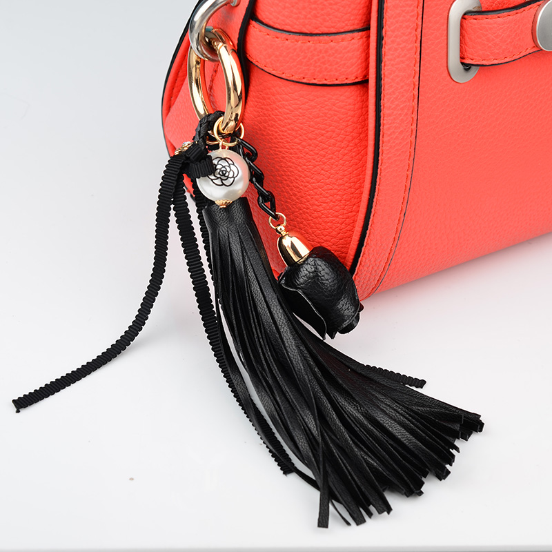 9ef856fe98077 العلامة التجارية روز اللؤلؤ الجلود شرابة سلسلة المفاتيح الجلدية حزام سحر  كيرينغ ملحقات الحقائب اليدوية