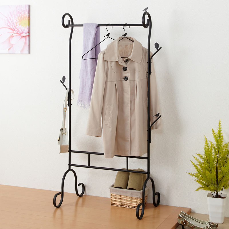 The New Iron Coat Rack Landing Simple Wardrobe Creative Bedroom Clothes Hanger Simple Clothing Store managing the store