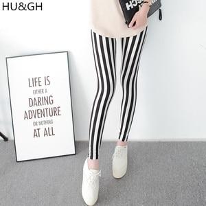 Image 1 - 흑백 세로 스트라이프 인쇄 된 여성 레깅스 패션 캐주얼 탄력 발목 길이 바지 여성 fitnes legging