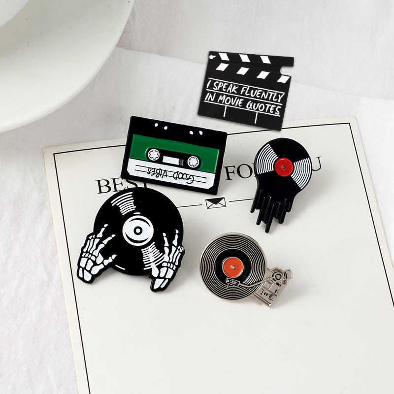Punk Pecinta Musik Enamel Pin Damai Tape DJ Vinyl Record Pemain Lencana Bros Kerah Pin Kemeja Jeans Keren Gothic perhiasan Hadiah