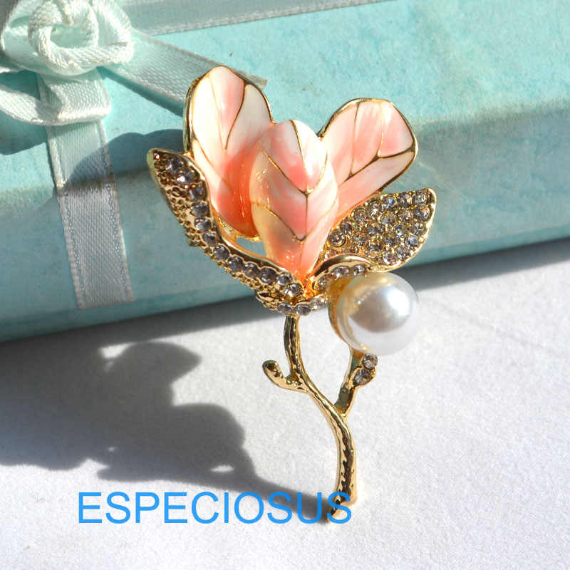 Elegan Pin Rhinestone Perhiasan Bros Bunga Lily Dicat Warna Emas Mutiara Jerapah Wanita Payudara Pin Warna Pink Wanita Pakaian