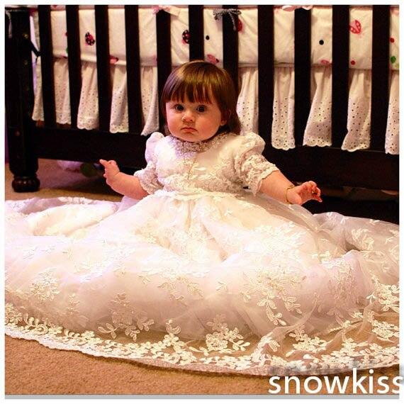цена Girls Boys Christening Gown Baby Dresses White/Ivory Lace Appliques Half Sleeves Cotton Lining Baptism Robe With Bonnet онлайн в 2017 году