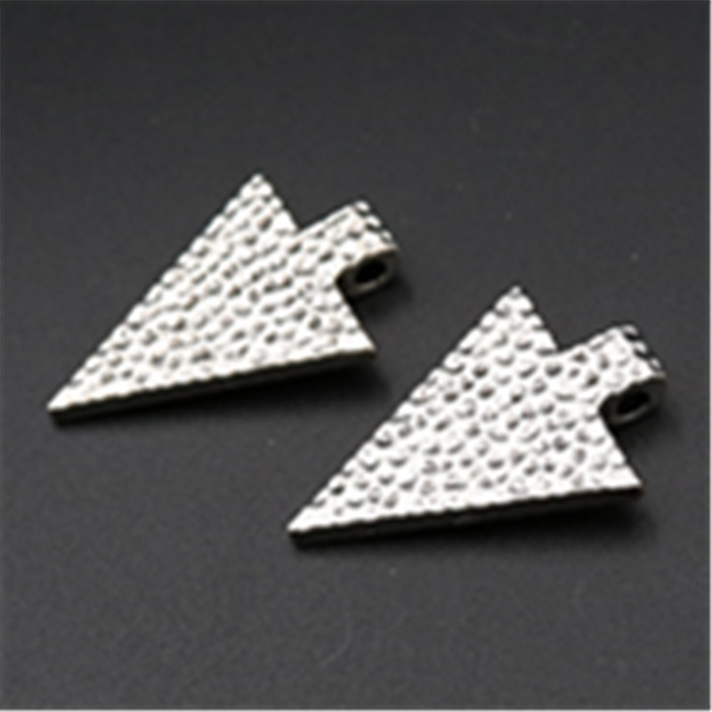 6pcs Antique silver triangle retro cold weapon spear head charm earrings necklaces DIY metal jewelry pendants A607