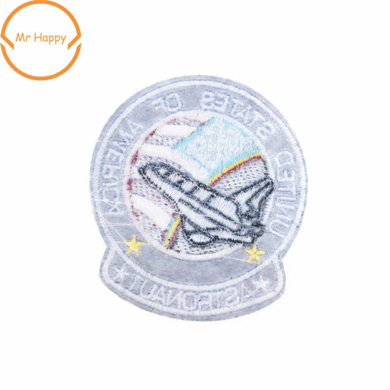 1 piezas espacio astronauta bordado hierro en parches de Star Wars planeta en forma de etiqueta de tela insignias para decoración de ropa