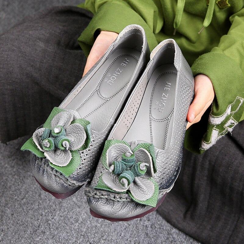 La Enceintes En Confortable Creux Chaussures light Femme Sandales Plat Doux Femmes Cuir Noir À Appartements Fleurs Rétro Brown gris Maman D'été Main TqcFPX