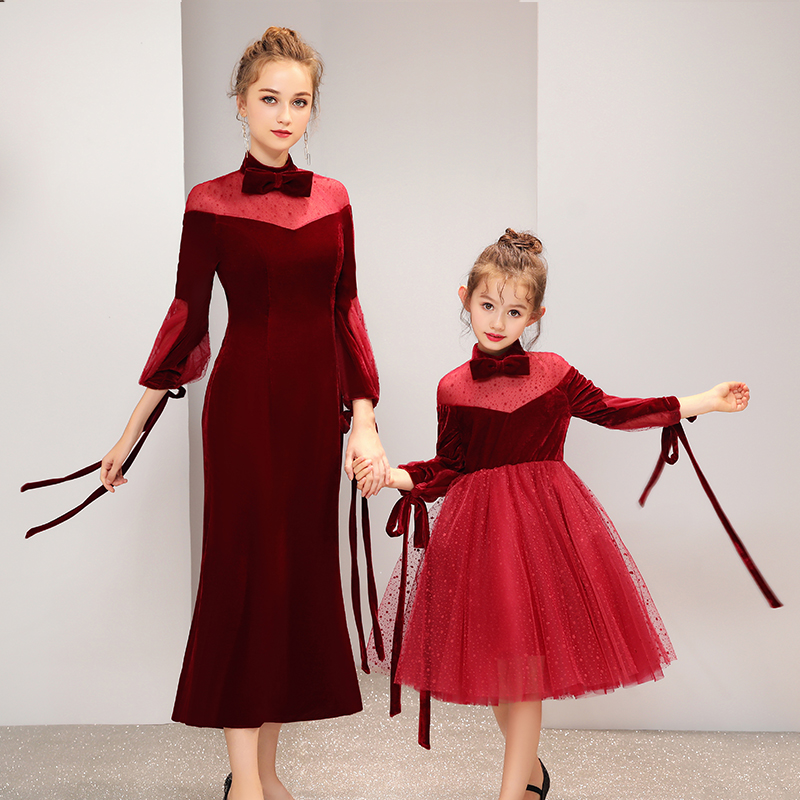 Vestiti Da madre Figlia del Vino di Velluto Rosso di Velluto Disegno Famiglia di Corrispondenza Abito Da Sposa per la Mamma e Figlia Vestito Da Festa Di Compleanno