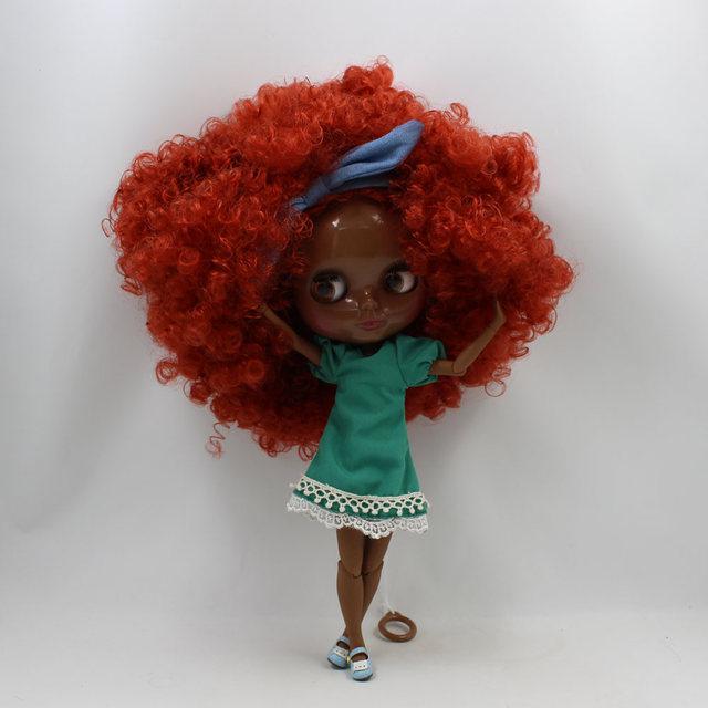 TBL Neo Blythe lutka crna koža crveno smeđa kovrčava kosa spojena tijela
