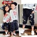 Мальчики и девочки кулон джинсы 2017 весной новый девочек мода отверстие Харен брюки бесплатная доставка
