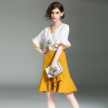 2017 new brand runway women summer 2 piece suits v-neck cotton  embroidery white shirt elastic waist package hip fishtail skirts
