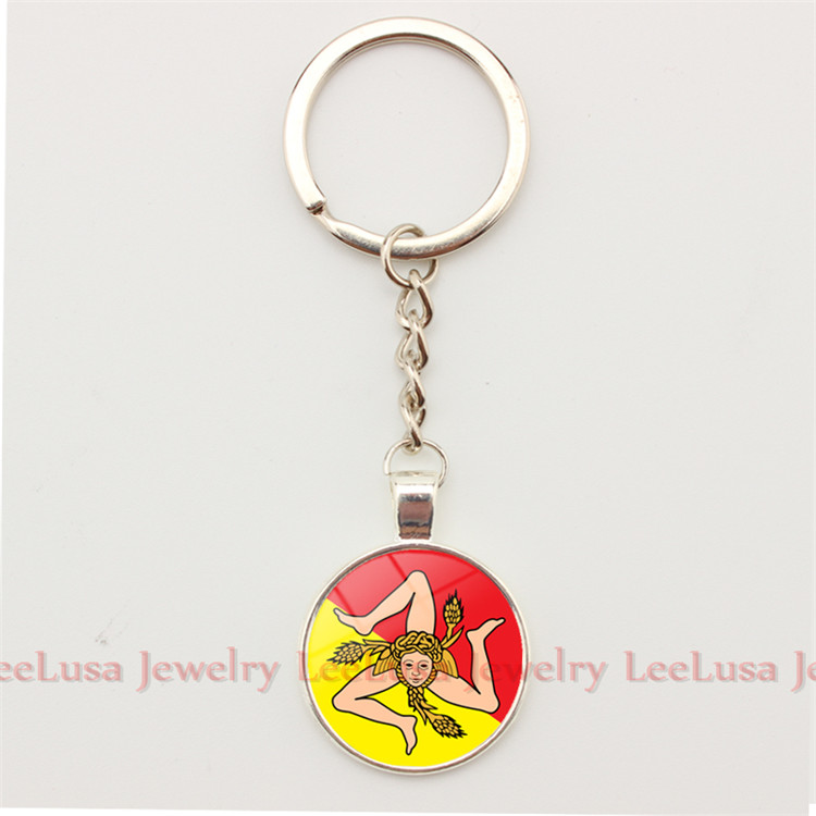2 Styles Sicilian Trinacria Art Picture Pendant Keychain Bagcar Key Holder for Women and Mens Keyring  Key Ring
