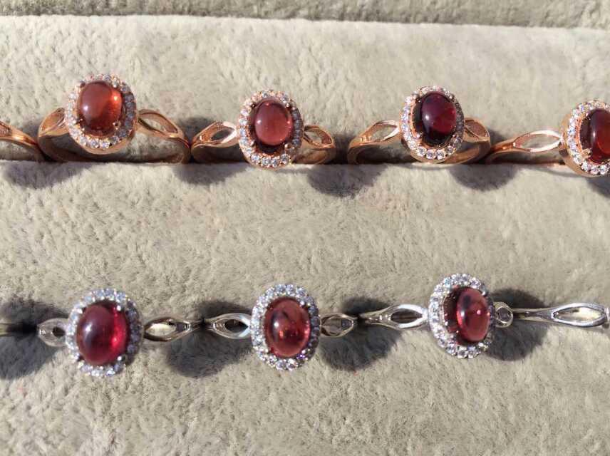 bdbd44c53b10 Rojo granate natural anillo de piedras preciosas naturales S925 plata moda  elegante simple redondo de la muchacha de las mujeres joyería de la boda
