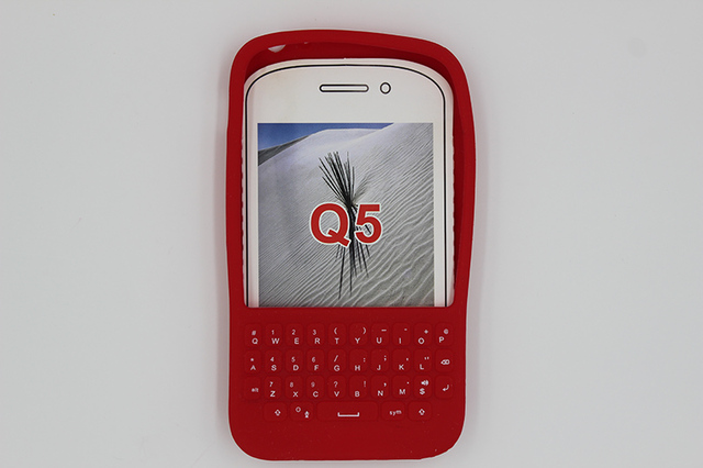 oudini New Soft Silicone Back Cover Keyboard Case for Blackberry  Q5  Case Cover Skin Protector Free Shipping