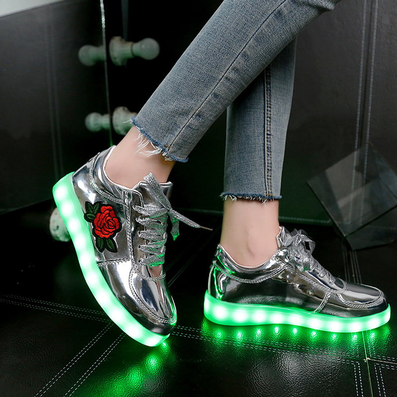 2017-Autumn-New-Size-26-44-Kids-Luminous-Sneakers-for-Girls-Boys-Women-Shoes-with-Light-Led-Shoes-with-Flower-Glowing-Sneakers-3