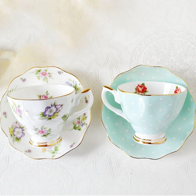 Juego de café europeo Bone china creativo plato de porcelana de cerámica simple taza de leche de té de la tarde 200ML