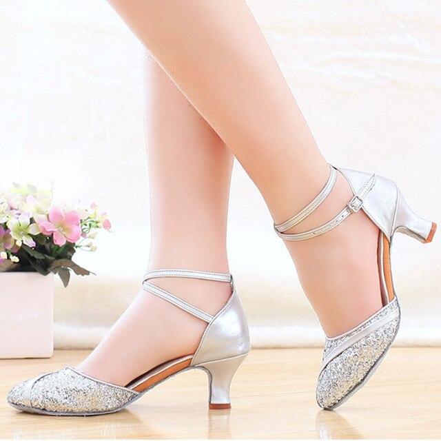 bb8bea88d9 Prata Perto Do Dedo Do Pé das Mulheres Sapatos de Dança Latina de Salto  Alto Quadrado