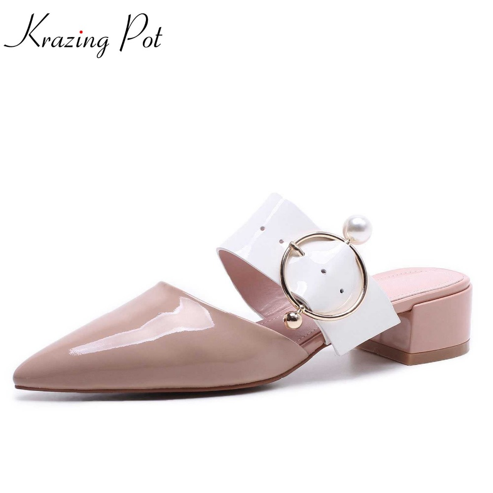 Krazing pot cow leather slip on shoes pointed toe med heels fairy style women pumps pearl buckle decoration handmade mules L07 krazing pot 2018 new arrival sheep suede thick med heels women hollow decoration pumps buckle poined toe model runway mules l61