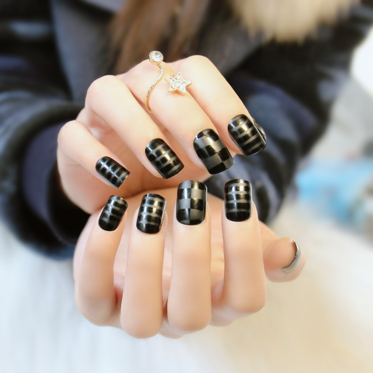 ᗔforeverlily 24 pcs Black Short False Nails Overhead Lattice and ...