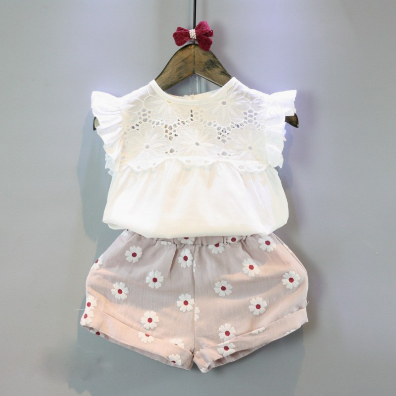 Childrens suite 2017 girls sweet flowers flying sleeve T-shirt + shorts two sets of baby girl leisure suit