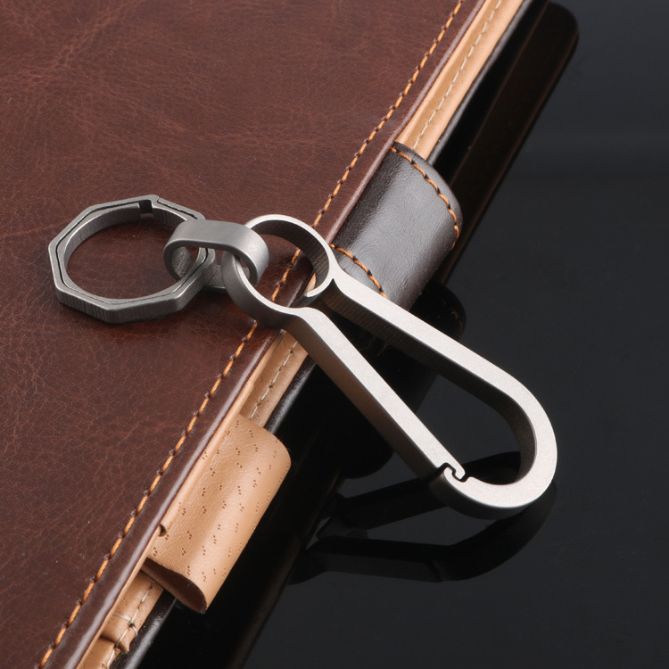 2019 Real Titanium Alloy Men Key Chain Lightweight Creative Titanium Keychain Hanging Buckle Key Holder Rings High-Quality