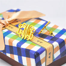 Золотые серьги гвоздики с монограммой персонализированная табличка