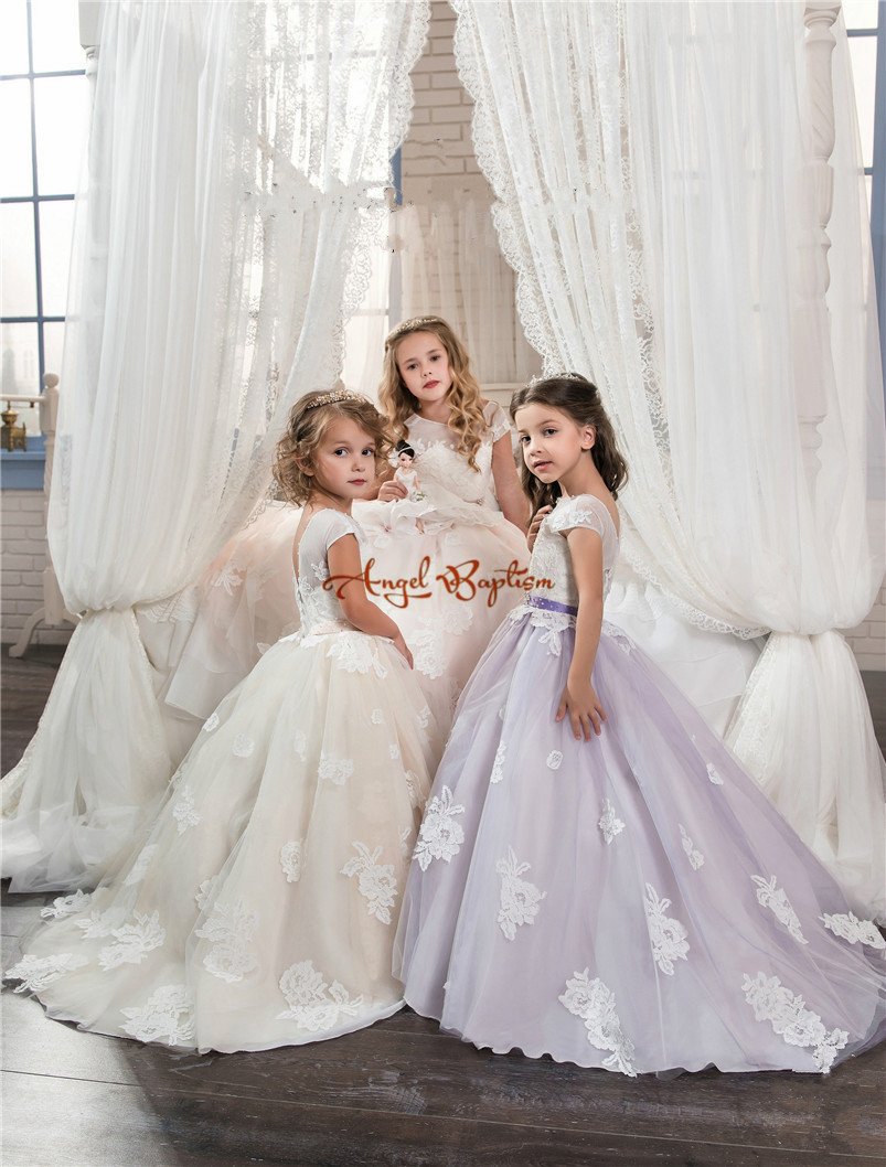 2017 Pretty ball gown lace Flower Girl Dresses Lace Appliques Short Sleeve bow girls pageant dresses birthday dress with train
