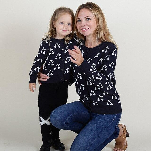 2016 весна осень мать дочь платья вишни шаблон свитер мать и дочь одежда мода свитер кардиган