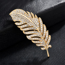 цена на Delicate Rhinestones Feather Brooch Pins Women's Men Brooch Zircon Plant Leaf Pins For Clothes Accessories