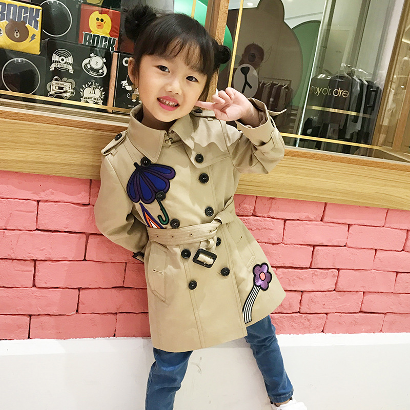 Girls autumn jacket 2017 Europe and the United States children's clothing Trench coats embroidery lapel spring long coats 2017 europe and the united states fashion color hooded long section of the windbreaker spring new cotton jacket girl red jacket