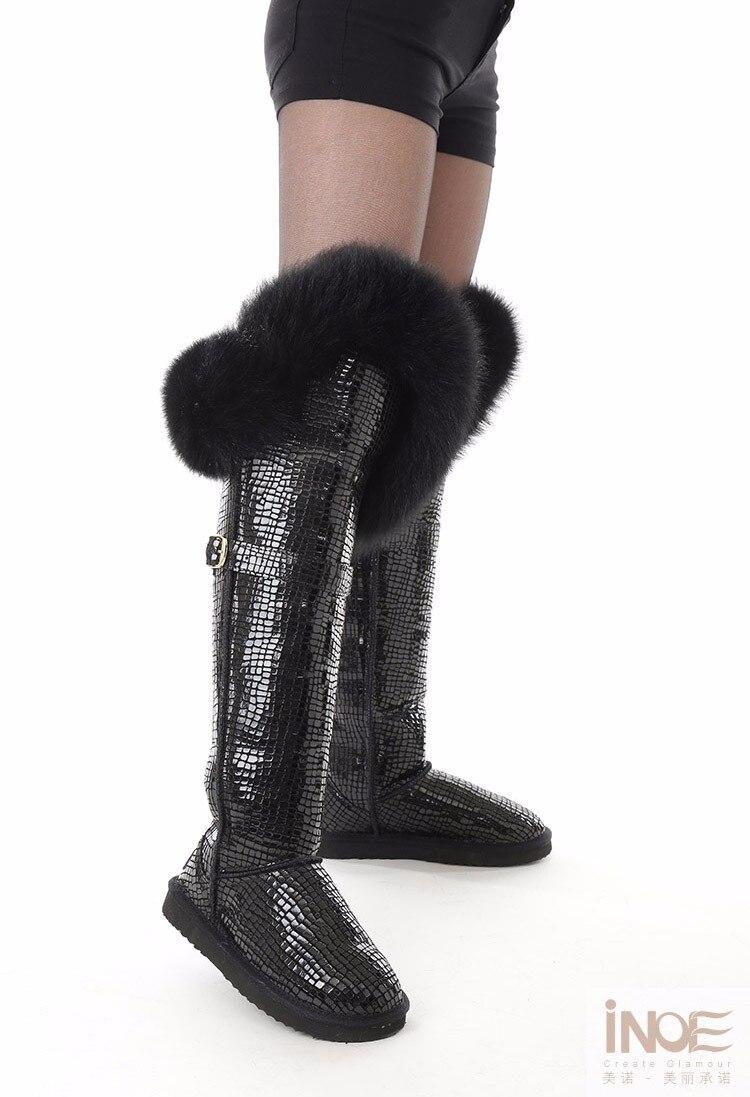 pele de raposa sobre o joelho botas