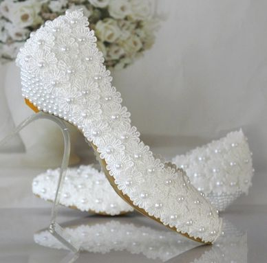 Plus size 40 41 42 wedding shoes white for woman new design wedding shoes low heel with lace flowers pearls TG374 bridal shoes extra large plus sizes 41 42 43 flats wedding lace shoes womens female woman bridal flat heel wedding flats shoes large sizes