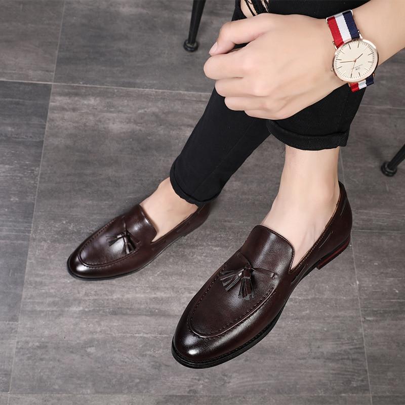 2018 Neue Mode Black Bottom Leder Gentleman Mode Stress Schuhe Männer Geschäfts Fahr Schuhe Handgemachte Quaste Faulenzer Diversifiziert In Der Verpackung