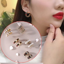 2019 New Small Summer Fashion Earring Vintage Alloy Stud Earrings For Women Colorful Rhinestone Party Pearl Earrings Hot Sale