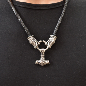 917029a6b3fb 1 piezas nuevo diseño Viking collar Lobo colgante para los hombres Medieval  gótico Punk de cuero collar nórdico vikingo joyas CT654